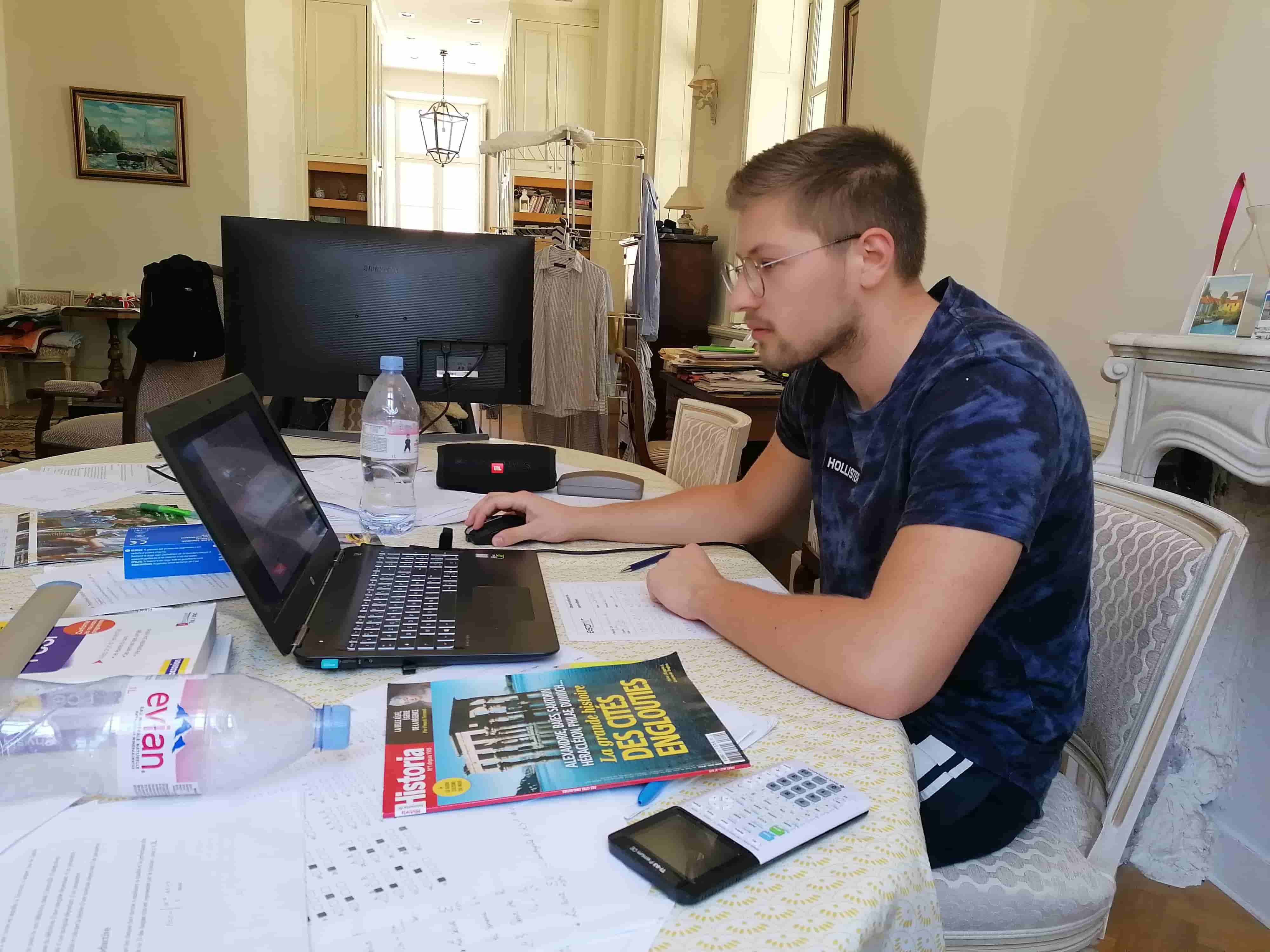 Les Espritiens bloqués à l'étranger passent les examens